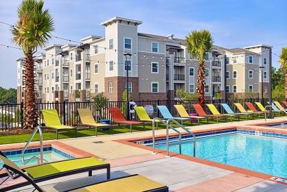 Off Campus Apartment Pool